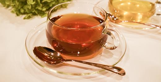 施術後はお茶でほっと一息、 デトックスタイム。